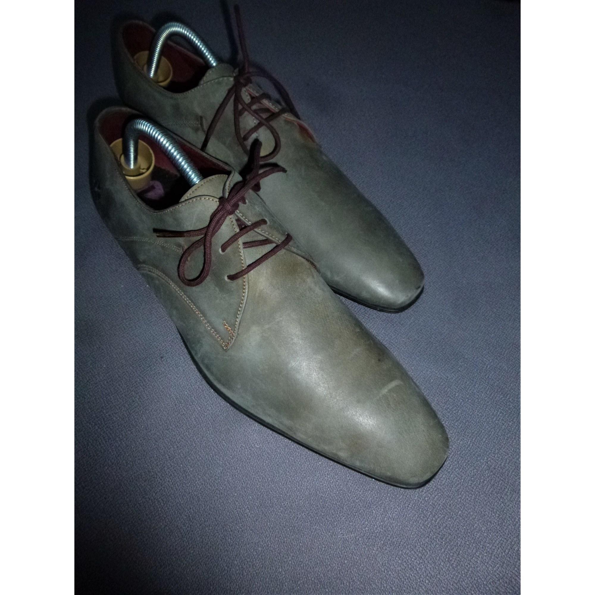 Chaussures à lacets KOST gris/vert