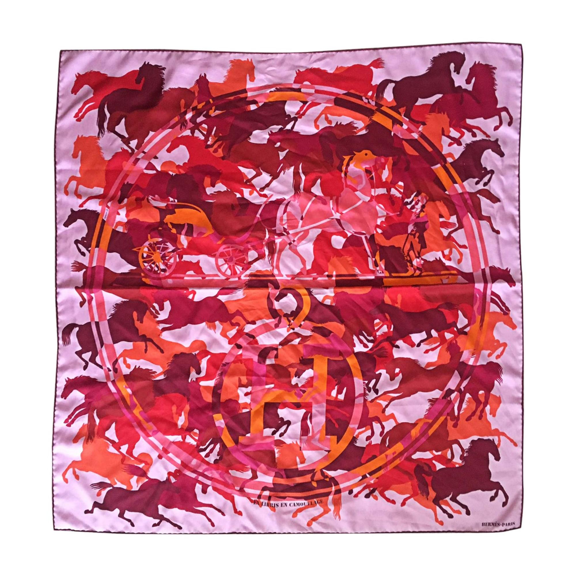99306ba07683 Foulard HERMÈS rose vendu par Scorpionh - 7468601