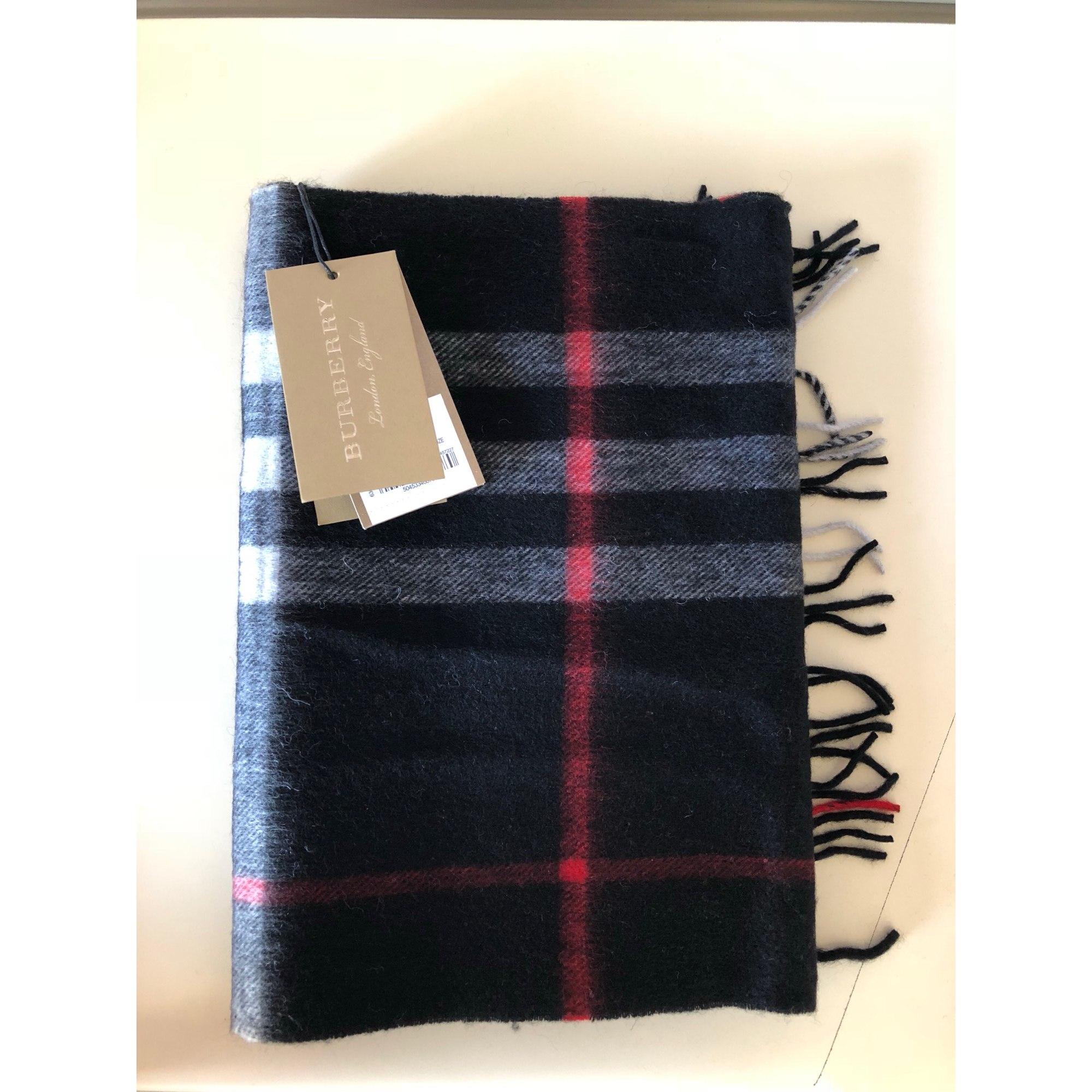 88048f7b2e57 Echarpe BURBERRY noir vendu par L accro du shopping49105 - 7565762