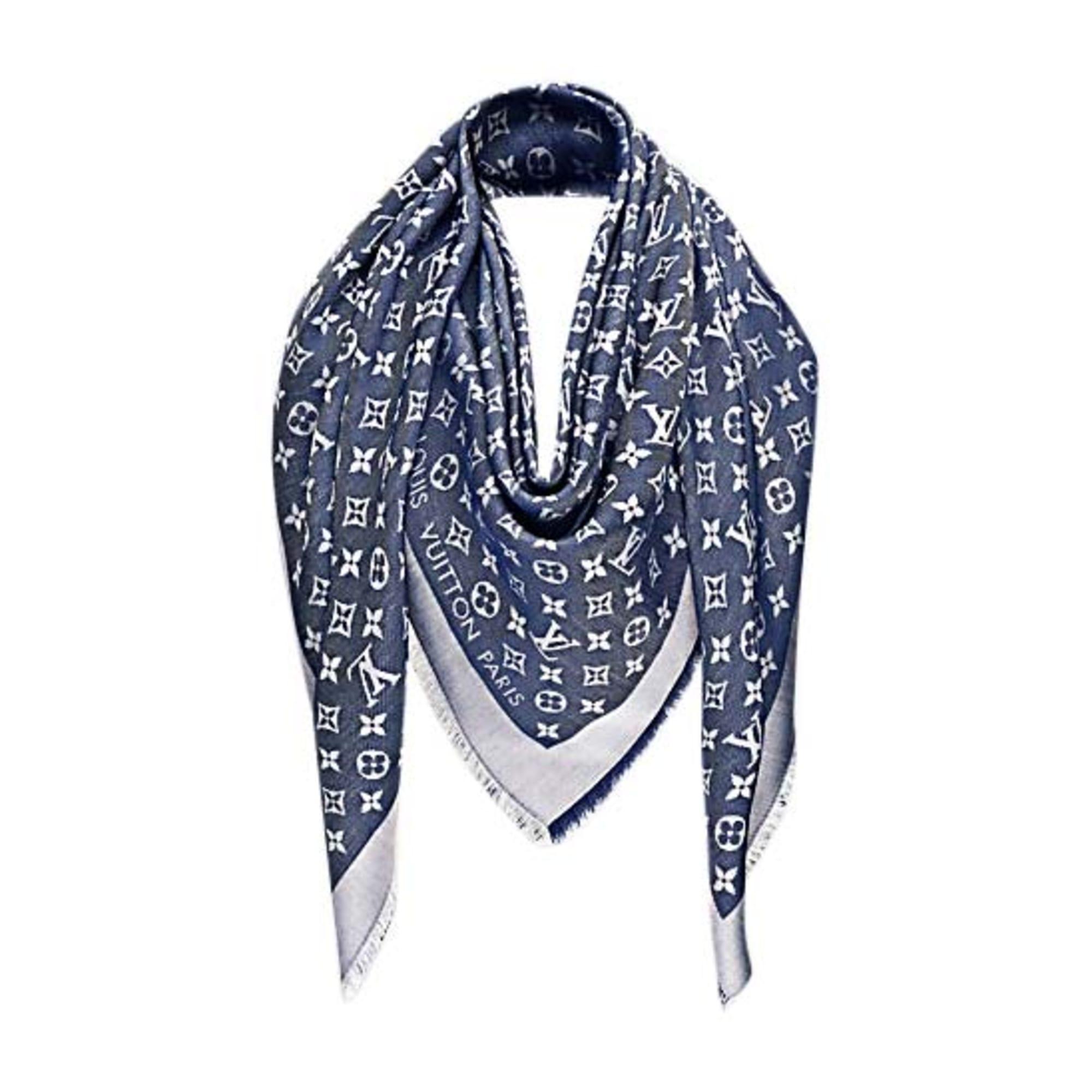 6c1bed9daad3 Foulard LOUIS VUITTON bleu vendu par Sophie27 - 7668394