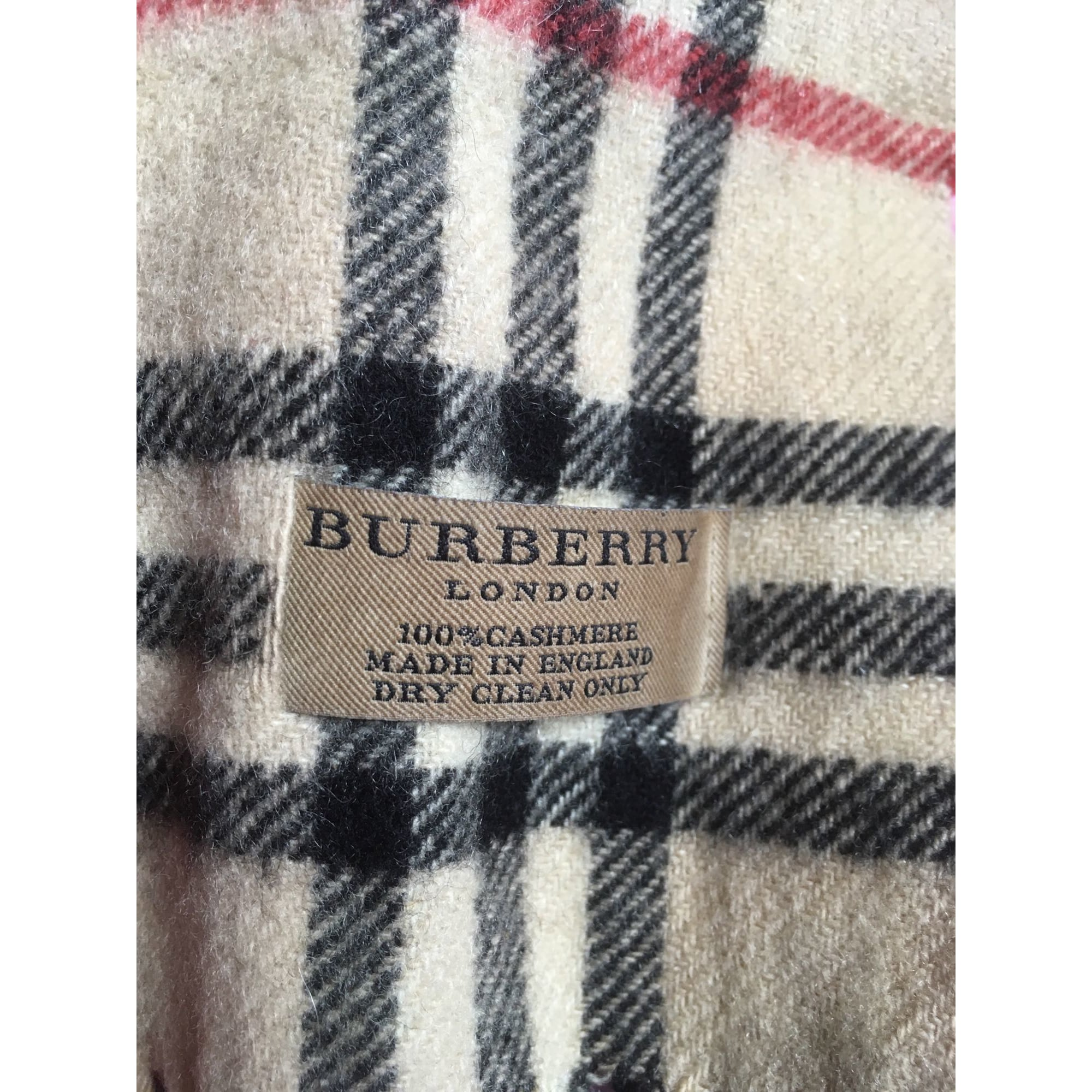 58c8cde9d1cb Echarpe BURBERRY beige vendu par Charlottecarcenac - 7721820