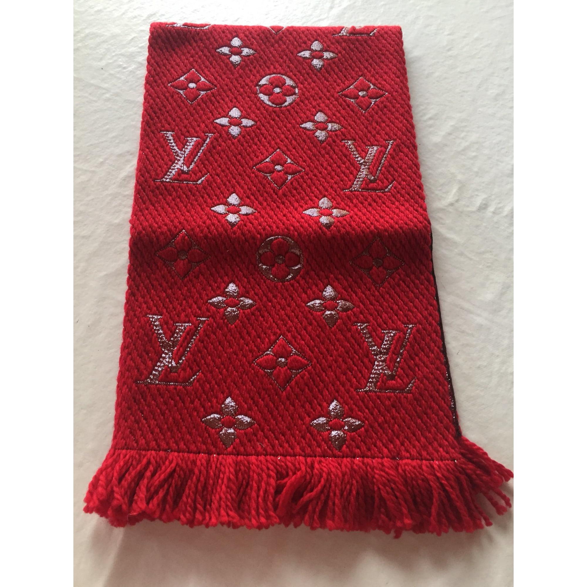 470ed9148cf Echarpe LOUIS VUITTON rouge vendu par Simonetta 12 - 7736940