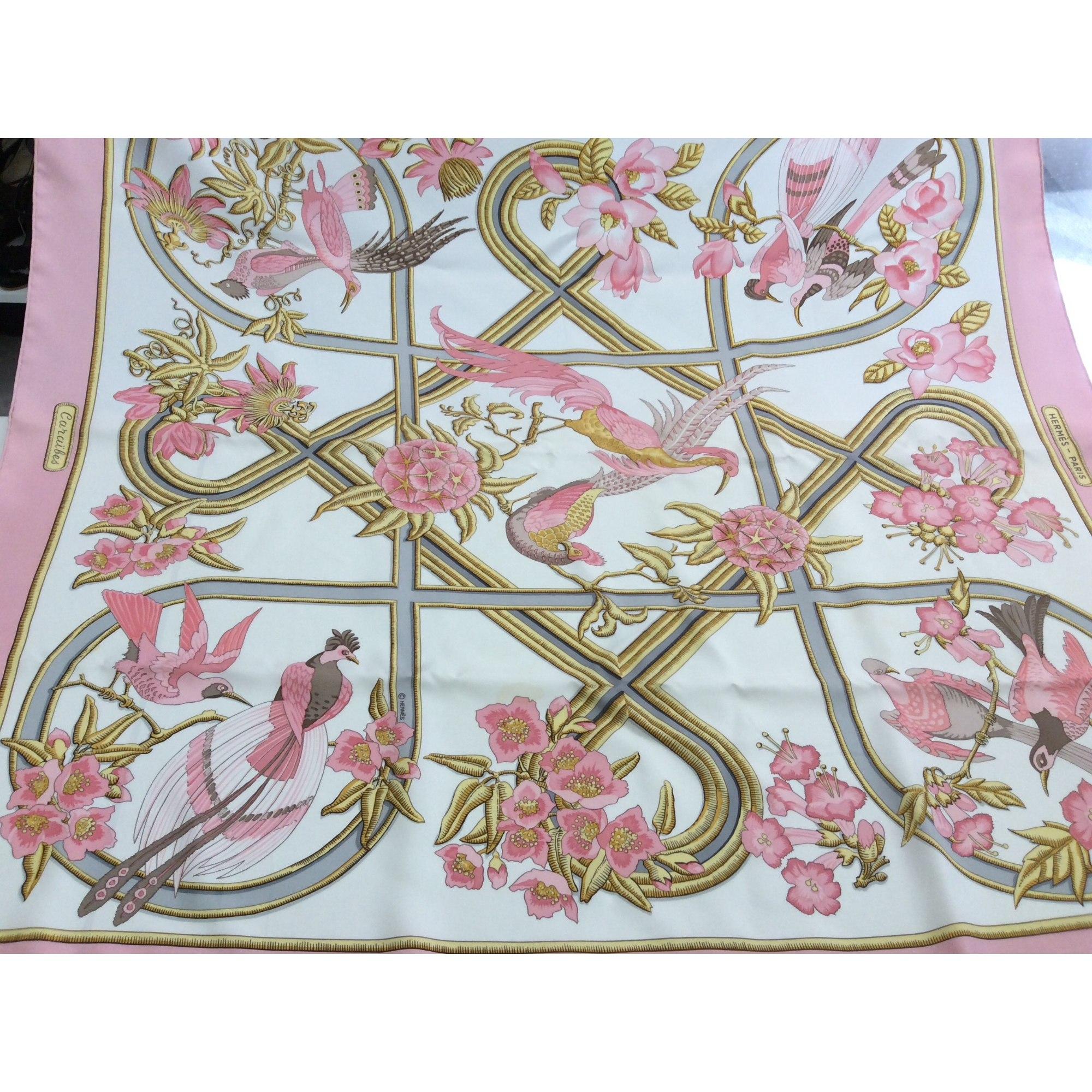 cee08c2aae Foulard HERMÈS carr rose vendu par Mpcv - 7822183