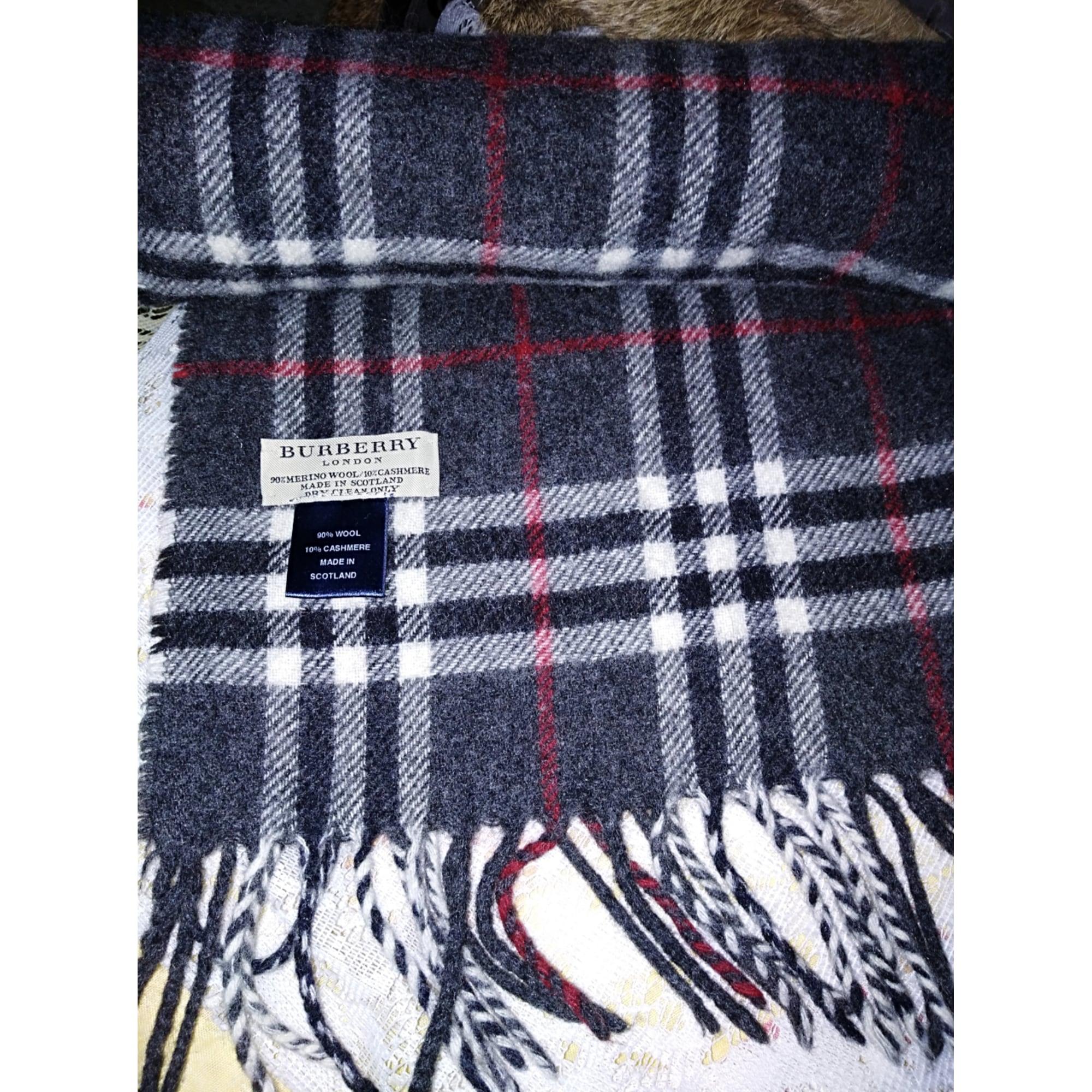 Echarpe BURBERRY gris vendu par Cleopatre12 - 8294357 d45e4eab39b