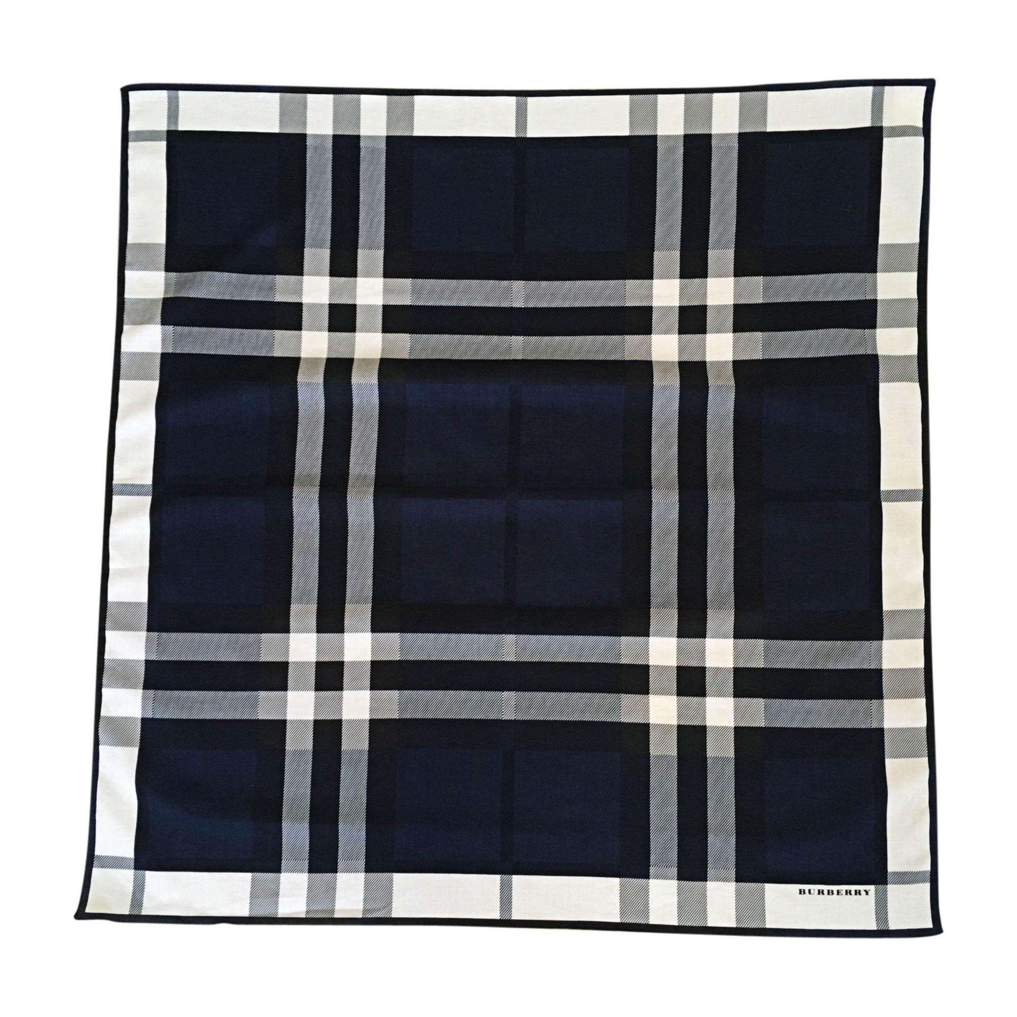 Echarpe BURBERRY bleu vendu par The boutique of dulce - 8412858 a077d9218ea