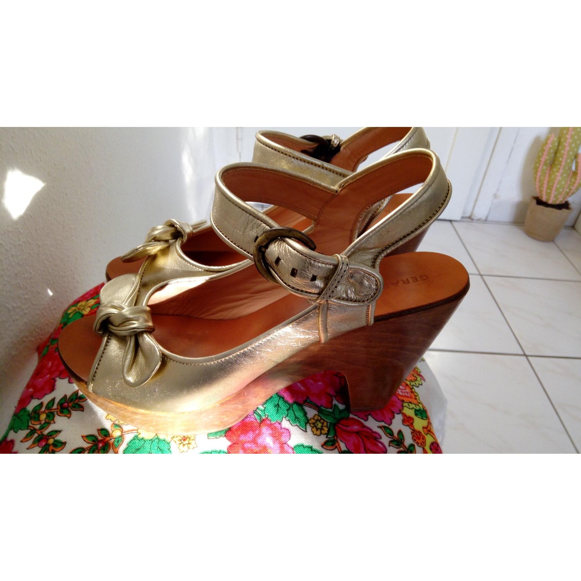 Sandales à talons GERARD DAREL Doré, bronze, cuivre