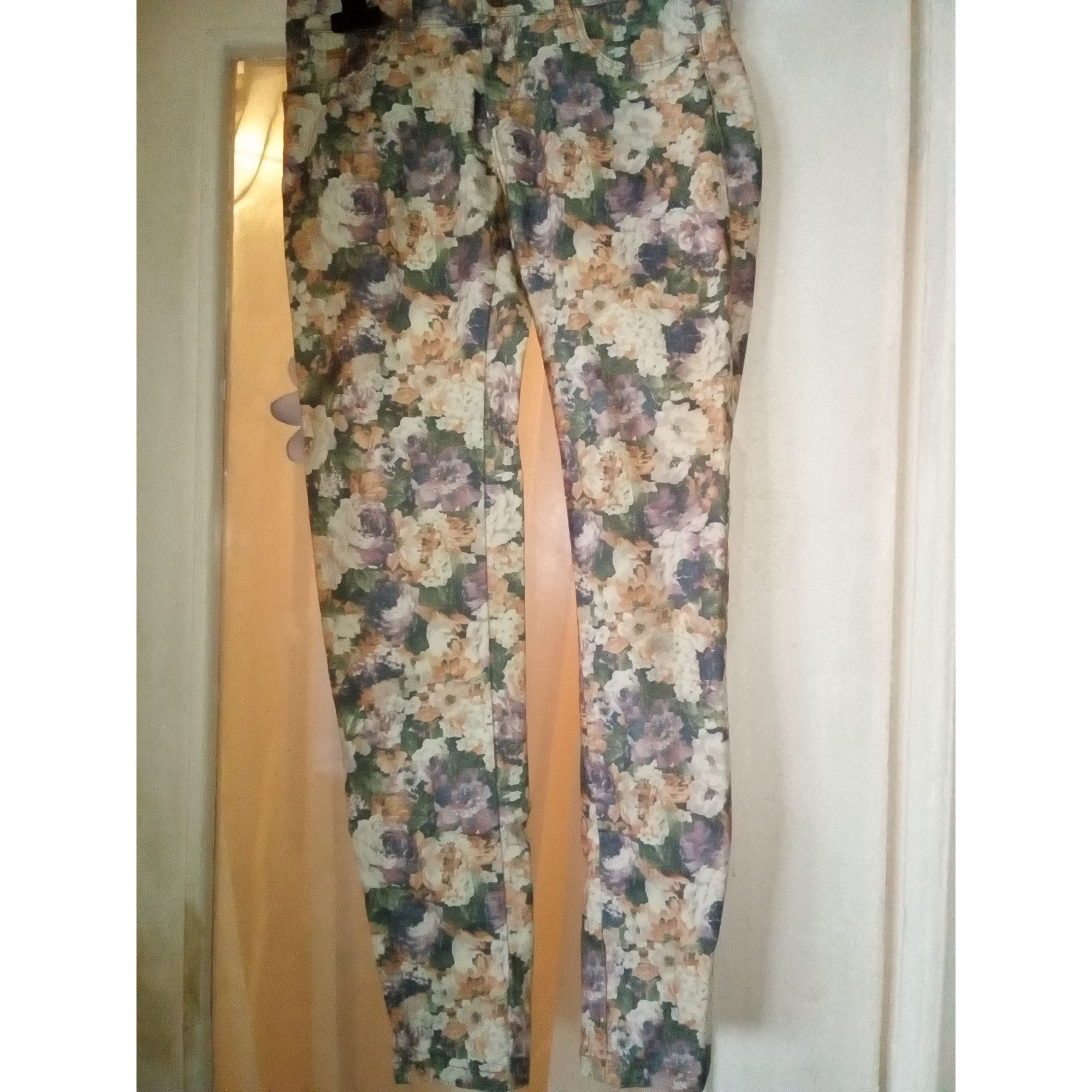 Pantalon slim, cigarette PULL & BEAR fleuri