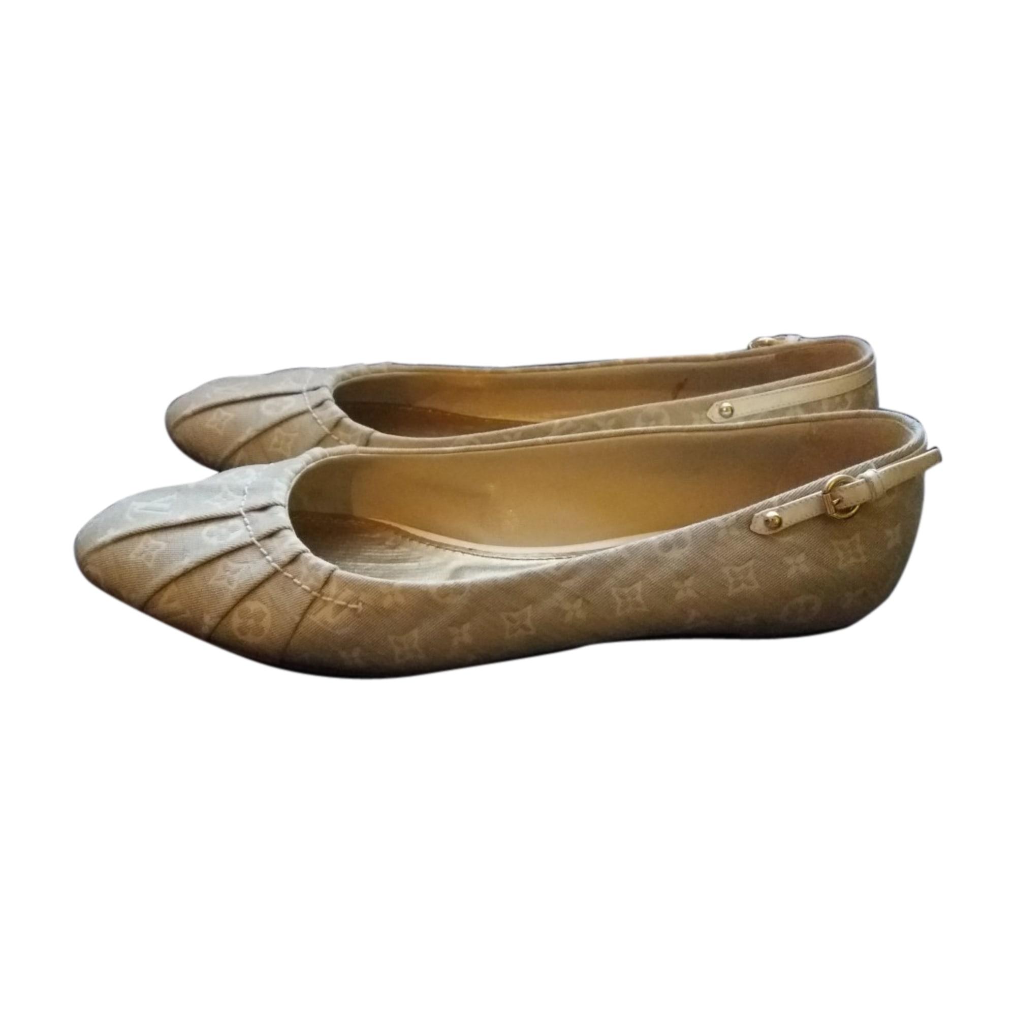 Ballet Flats LOUIS VUITTON Beige, camel
