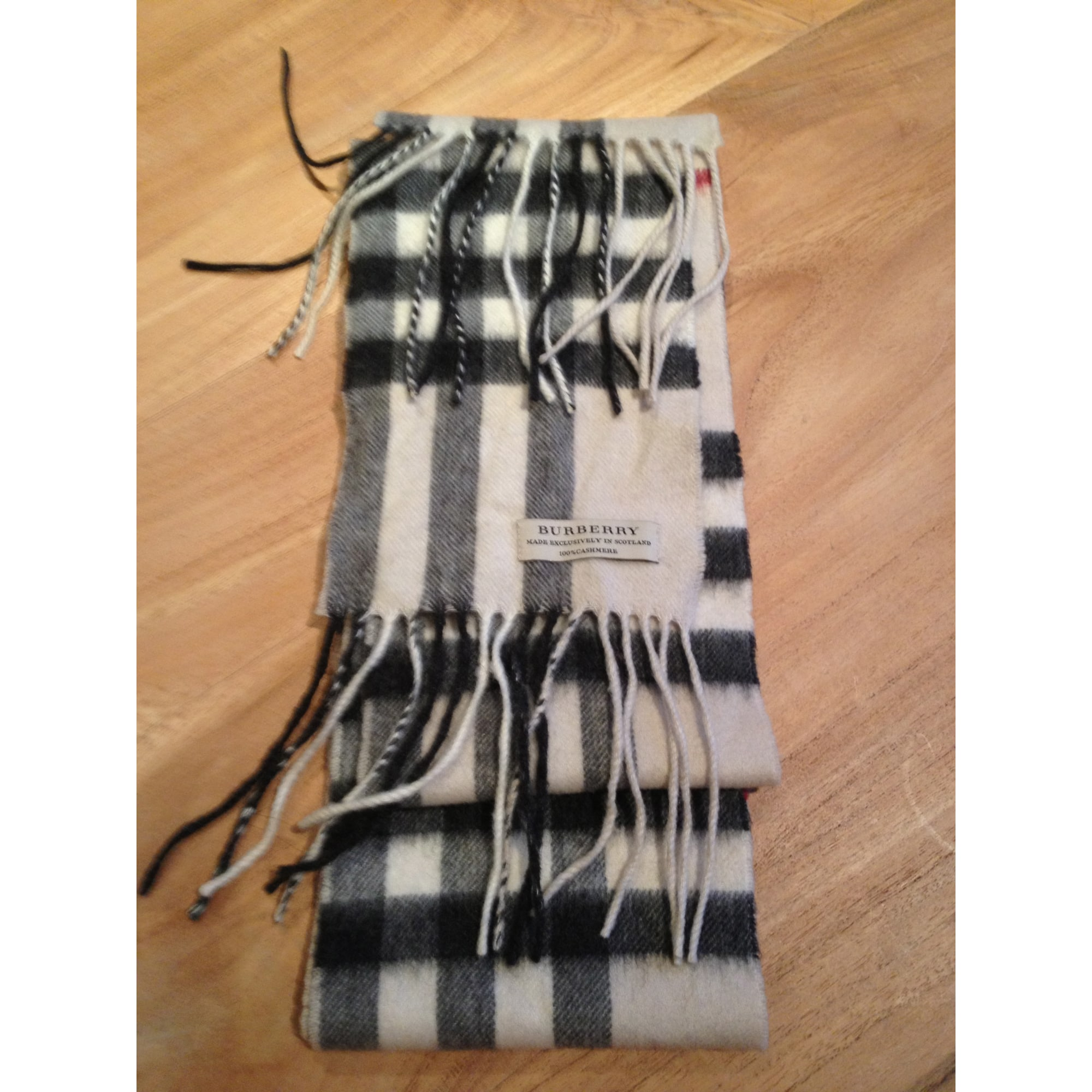 Echarpe BURBERRY blanc vendu par D ellis209098 - 984935 5f1a2f23f9d