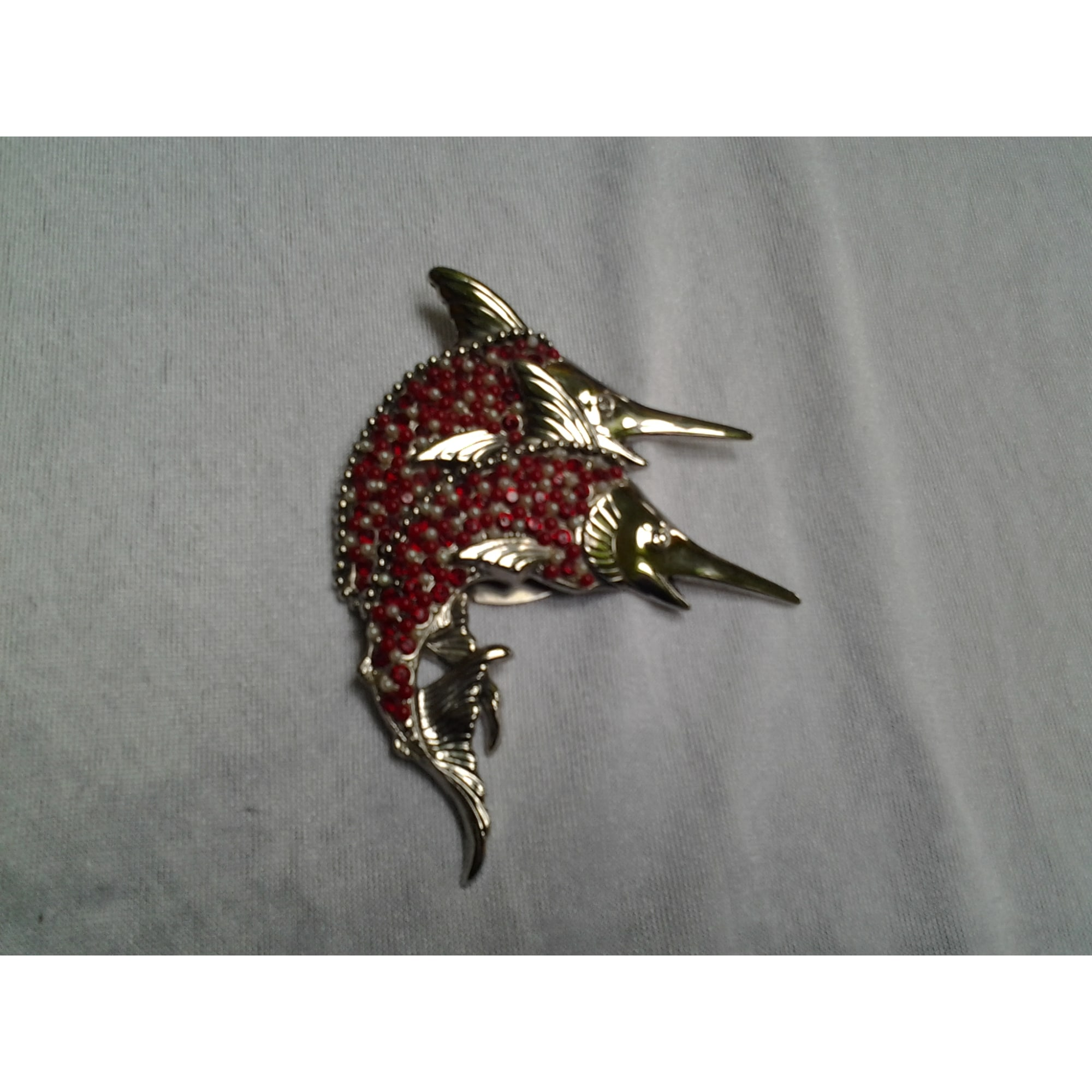 Broche ROSSI chrome rouge