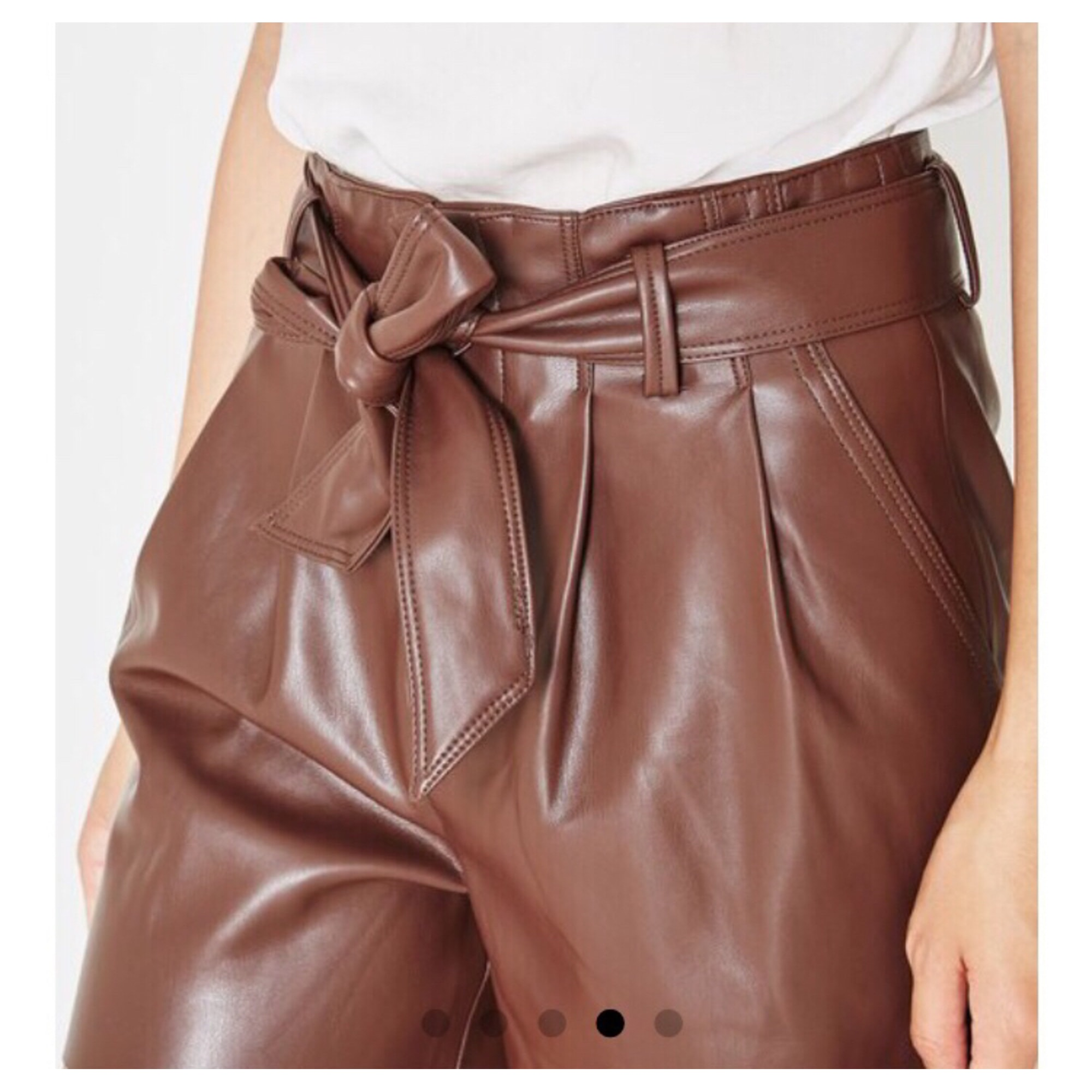 short simili cuir marron