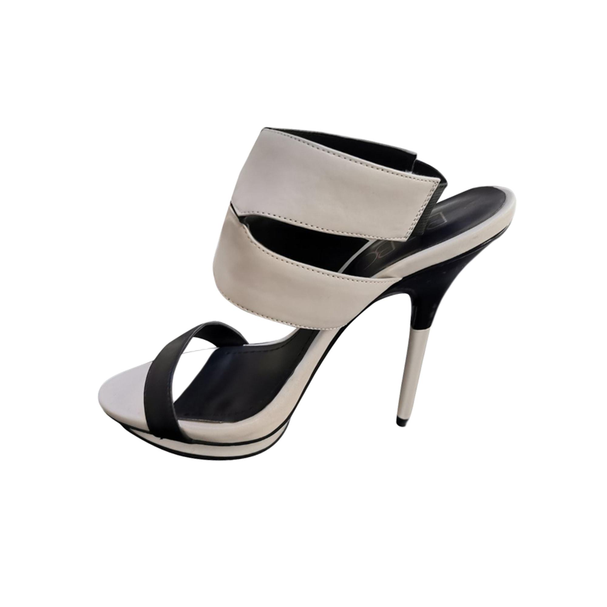 Sandales à talons BCBG MAX AZRIA Blanc, blanc cassé, écru