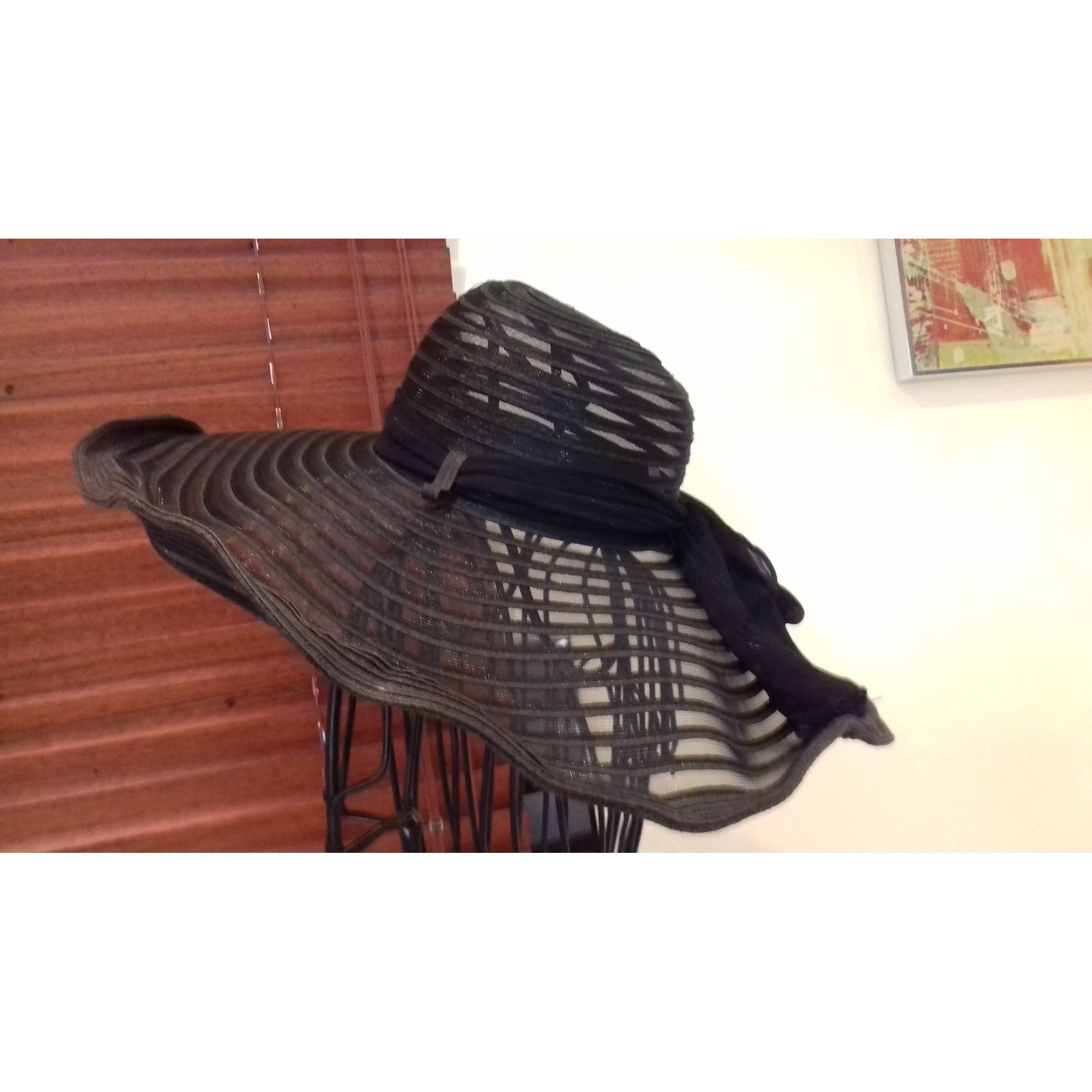 Chapeau H gris anthracite allant sur le noir
