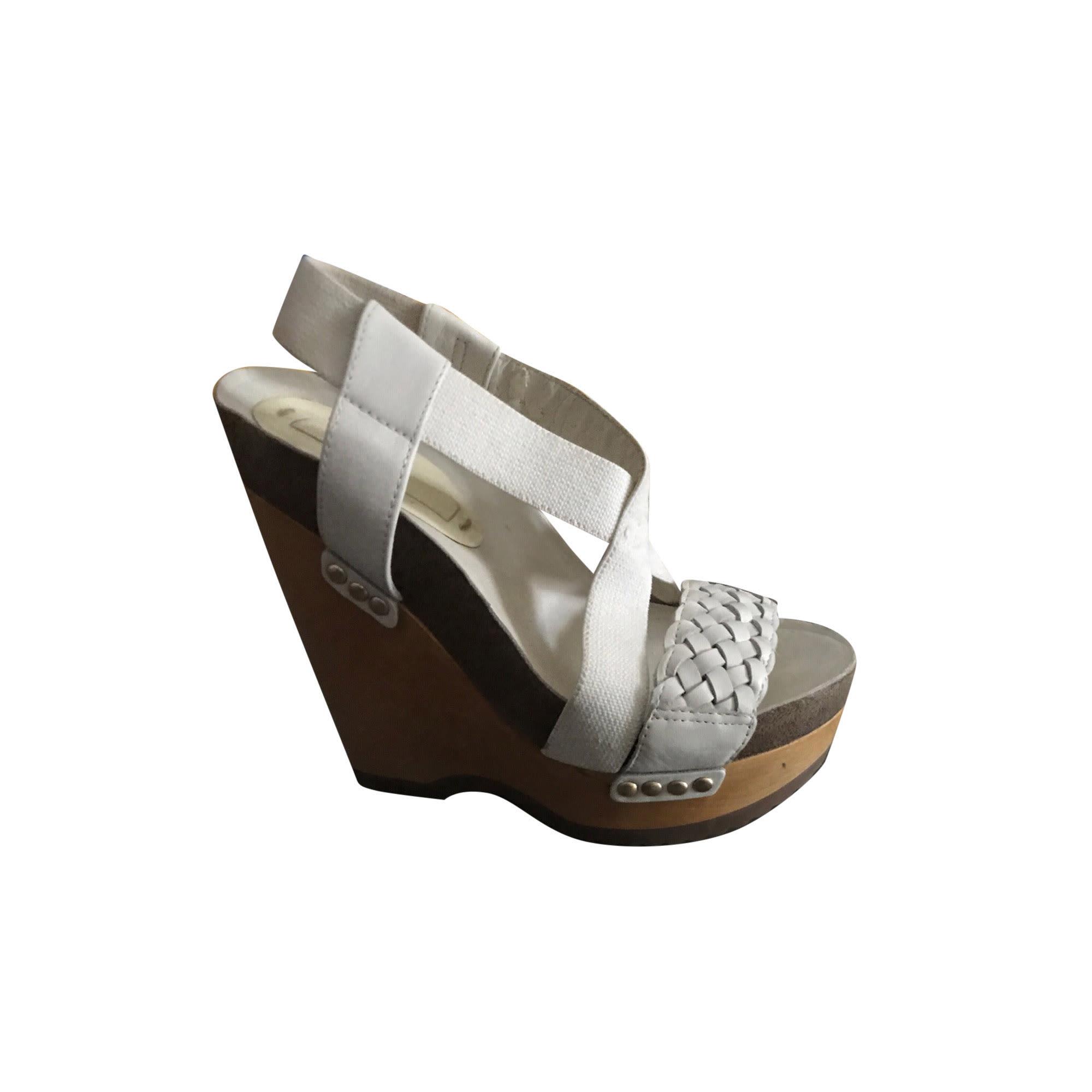 Sandales compensées BCBG MAX AZRIA Blanc, blanc cassé, écru