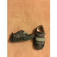 Schuhe mit Klettverschluss GBB