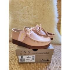 Chaussures à lacets  Clarks Wallabee  pas cher