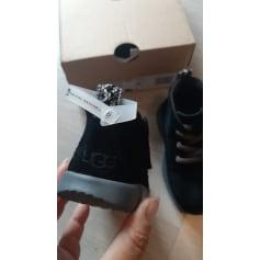 Schuhe mit Klettverschluss UGG