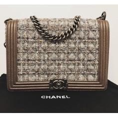 Sac en bandoulière en cuir Chanel Boy pas cher