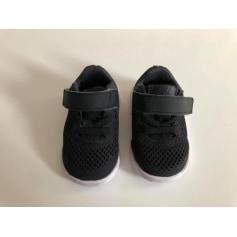 Chaussures à scratch Nike  pas cher