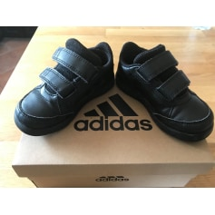 Schuhe mit Klettverschluss Adidas