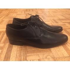 Lace Up Shoes Arrow