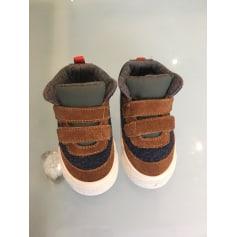 Schuhe mit Klettverschluss Zara