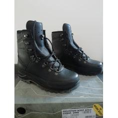 Bottines & low boots plates Lowa  pas cher