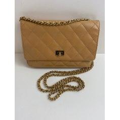 Sac en bandoulière en cuir Chanel Wallet-On-Chain pas cher