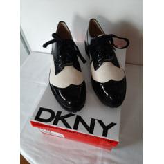 Chaussures à lacets  DKNY  pas cher