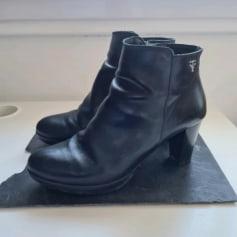 Bottines & low boots à talons victime love  pas cher
