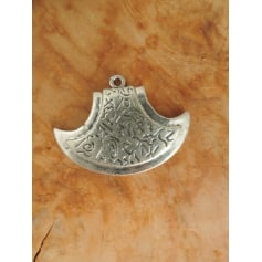 Pendentif, collier pendentif Independant  pas cher