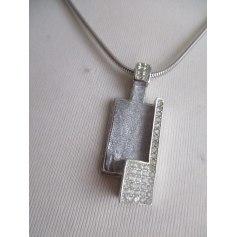 Pendentif, collier pendentif Trifari  pas cher