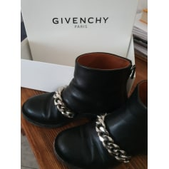 Flache Stiefel Givenchy