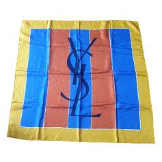 Foulard Yves Saint Laurent  pas cher