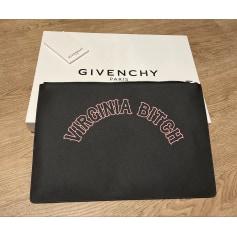 Sac pochette en cuir Givenchy  pas cher
