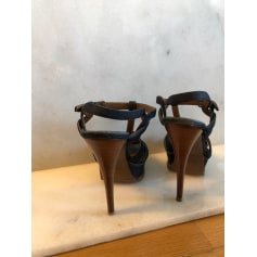 Flat Sandals Yves Saint Laurent Tribute