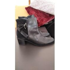 Bottines & low boots à talons Flavio Menorca  pas cher