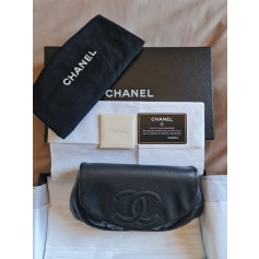 Sac pochette en cuir Chanel Wallet-On-Chain pas cher