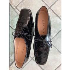 Lace Up Shoes Parallèle