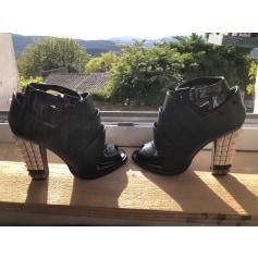 Bottines & low boots à talons Fendi  pas cher