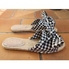 Flat Sandals Texto