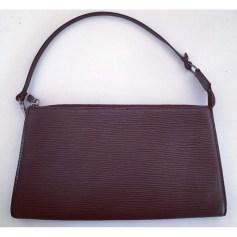 Sac pochette en cuir Louis Vuitton Pochette Accessoires NM pas cher