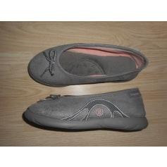 Chaussons & pantoufles Isotoner  pas cher