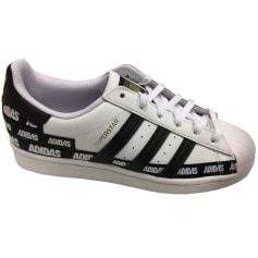 Chaussures de sport Adidas  pas cher