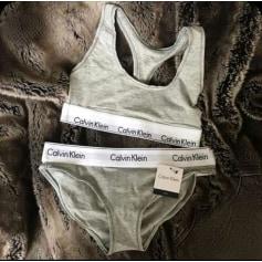Ensemble, parure lingerie Calvin Klein  pas cher