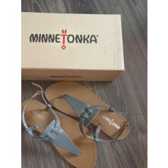 Sandales plates  Minnetonka  pas cher