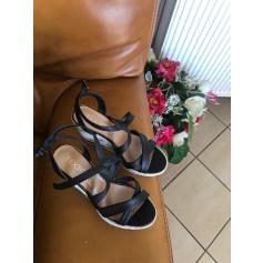 Wedge Sandals Texto