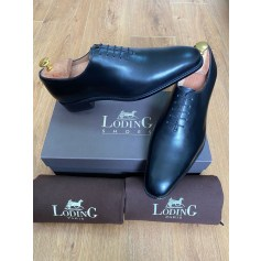 Lace Up Shoes Loding