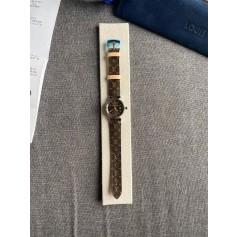 Montre au poignet Louis Vuitton  pas cher