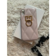 Etui iPhone  Givenchy  pas cher